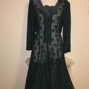 Dresses & Skirts - Vintage forest green lace dress